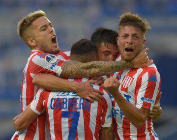 Unión eliminó a Emelec de la Copa Sudamericana y avanzó a los octavos de final por primera vez en su historia.