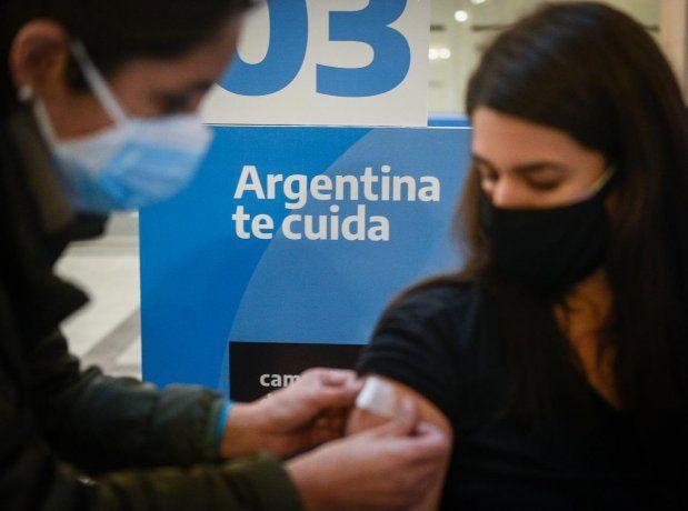 Covid-19: la mitad de los mayores de 18 años del país ya fue vacunada