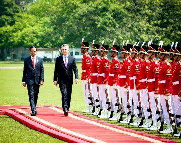 El  presidente Mauricio Macri visitó el Palacio  Presidencial de Bogor, donde fue recibido por su par Joko Widodo.