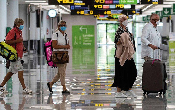 España establece cuarentena obligatoria para viajeros de Argentina, Colombia y Bolivia