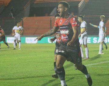 Torres anotó el gol de la victoria de Patronato ante Boca.