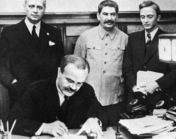 El pacto Ribbentrop-Mólotov: cuando los extremos se tocan