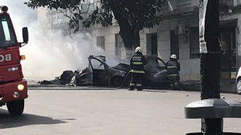 Explotó un auto en Recoleta.