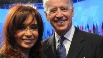 Otros tiempos: Cristina Fernández de Kirchner junto a Joe Biden.