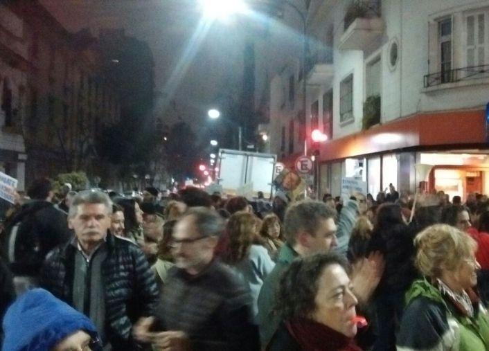 Los vecinos de Núñez protestaron en Cabildo y Crisólogo Larralde.