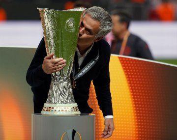 José Mourinho vuelve a dirigir en Italia. Esta vez lo hará en Roma.