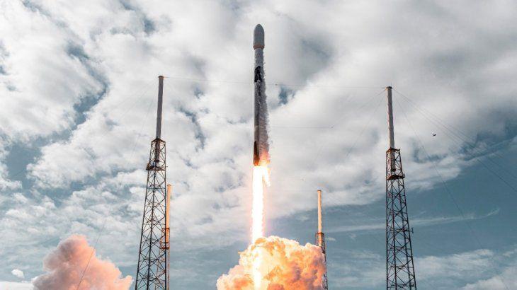 EE.UU lanza 143 satélites al espacio