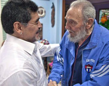 Maradona junto a Fidel Castro.