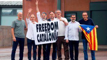 Los líderes separatistas catalanes celebran su libertad.