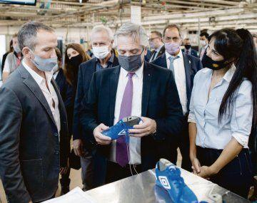 visita. Alberto Fernández estuvo ayer en la fábrica de Dass en Misiones.
