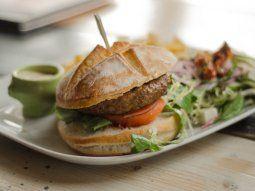Con simples tips, la hamburguesas pueden ser más saludables.