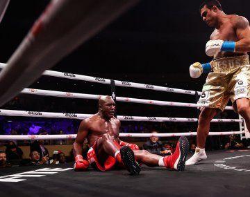 Holyfield cayó en el minuto y 26 segundos de iniciada la pelea.