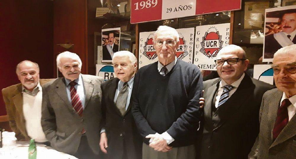 Presencia. El exjefe del Estado Mayor General del Ejército Martín Balza  participó del almuerzo radical de los jueves en el restaurante Lalín.