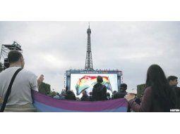 Las demostraciones de dolor y apoyo a las víctimas de Pulse se sucedieron en escenarios variados de todo el mundo. Desde la Torre Eiffel en París hasta la Bolsa de Nueva York conmemoró a los muertos.