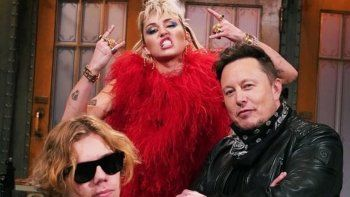 elon musk conducira saturday night live con miley cyrus de invitada