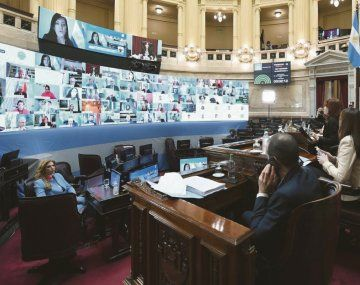 Versus. La macrista Laura Rodríguez Machado (de fondo) pidió una cuestión de privilegio contra Cristina de Kirchner. Fue por la sesión pasada, cuando se discutió la reforma judicial