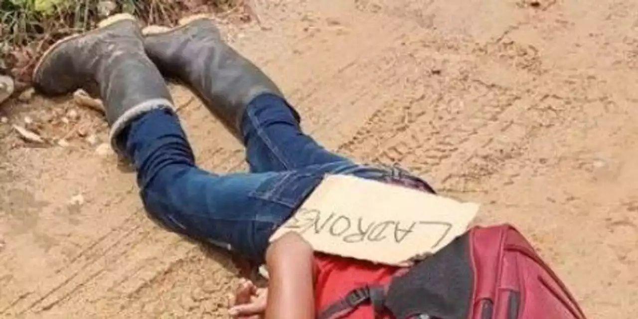 El cuerpo de un niño de 12 años fue encontrado con signos de ejecución y un cartel que decía Ladrones, en la ciudad colombiana de Tibú.