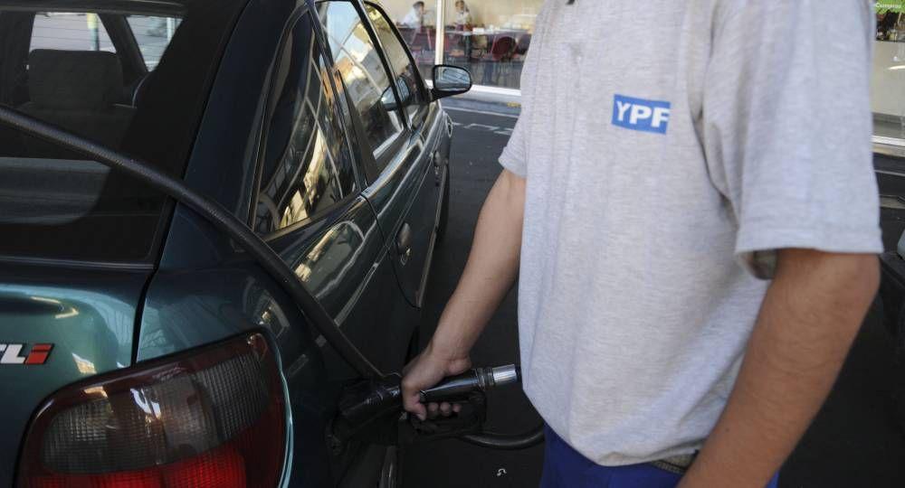 YPF aumentó un 6% los precios de nafta y gasoil y ya se le sumó Shell