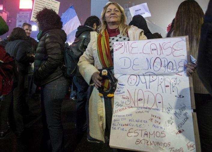 La protesta contra el tarifazo tuvo una gran convocatoria a pesar de la lluvia.