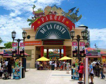 Los precios de acceso al Parque de la Costa son: $1.500 (pasaporte para mayores) y $1.000 (menores).