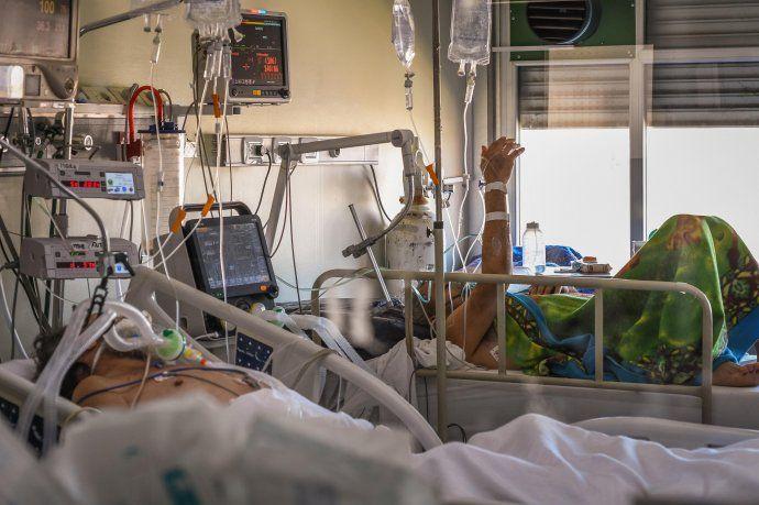Las unidades de cuidados intensivos en muchos países se están desbordando
