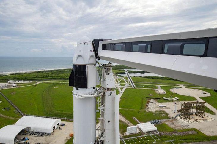 SpaceX pondrá por primera vez en órbita a una persona con una prótesis
