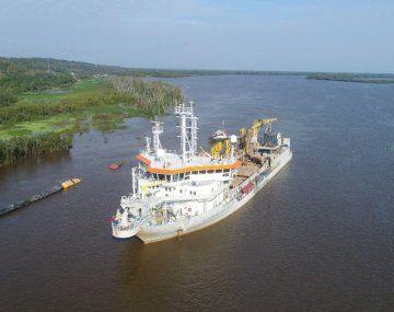 Jan de Nul, a cargo del dragado del Paraná, está redoblando sus esfuerzos para hacer navegable el río.