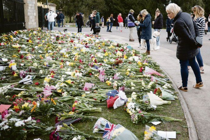 Londres. Hasta los quinchos de fin de semana hablaron del fallecimiento del principe Felipe, esposo de Isabel II. Habrá por delante una semana de ceremonias hasta el funeral oficial.