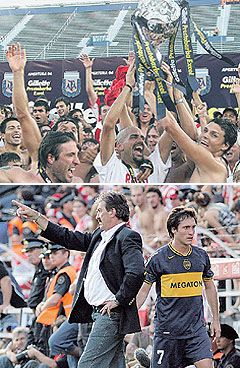 Toda la alegría de los jugadores de Estudiantes. Verón y Ortiz levantan la copa