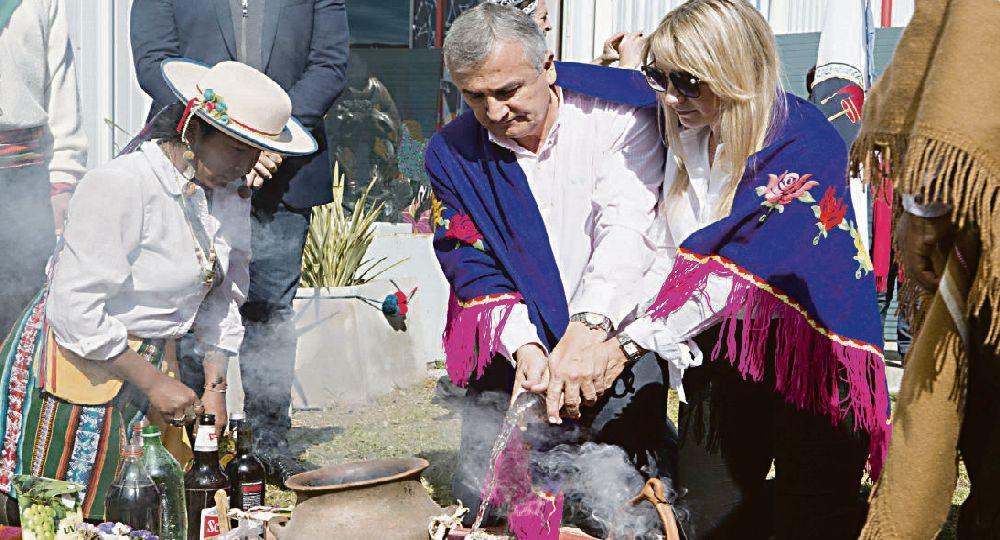 PAREJA. El gobernador de Jujuy Gerardo Morales y Tulia Snopek (hay casamiento ya anunciado) en Tecnópolis