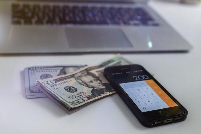 Análisis en las mesas: las alarmas por el dólar y cómo llega la economía a las elecciones