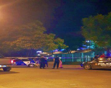 Enrique Encino había salido a fumar a un balcón situado en un lateral del edificio cuando una de las balas dio en su cabeza.