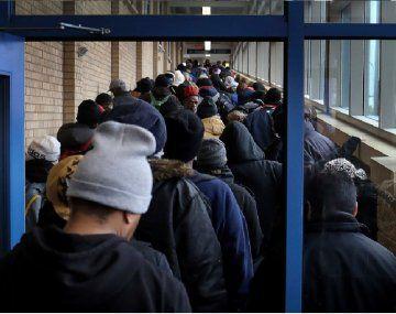 El coronavirus aumentó a niveles históricos los pedidos de subsidio por desempleo en Estados Unidos.