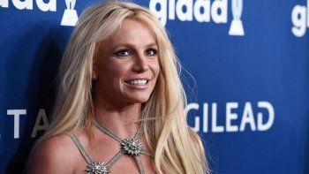 Britney Spears cuenta con el apoyo del movimiento Free Britney , que lucha contra el poder de Jamie Spears, a quien se acusa desde los medios de medicar y retener a su hija en contra de su voluntad.