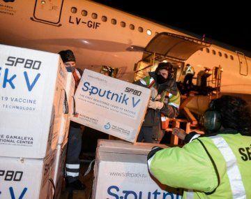 El nuevo vuelo de Aerolíneas regresó al país con más de 709 mil vacunas Sputnik V.