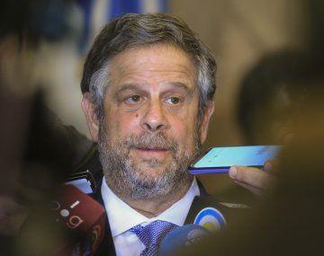 Adolfo Rubinstein será denunciado por la administración nacional tras el hallazgo de 4 millones de vacunas vencidas.