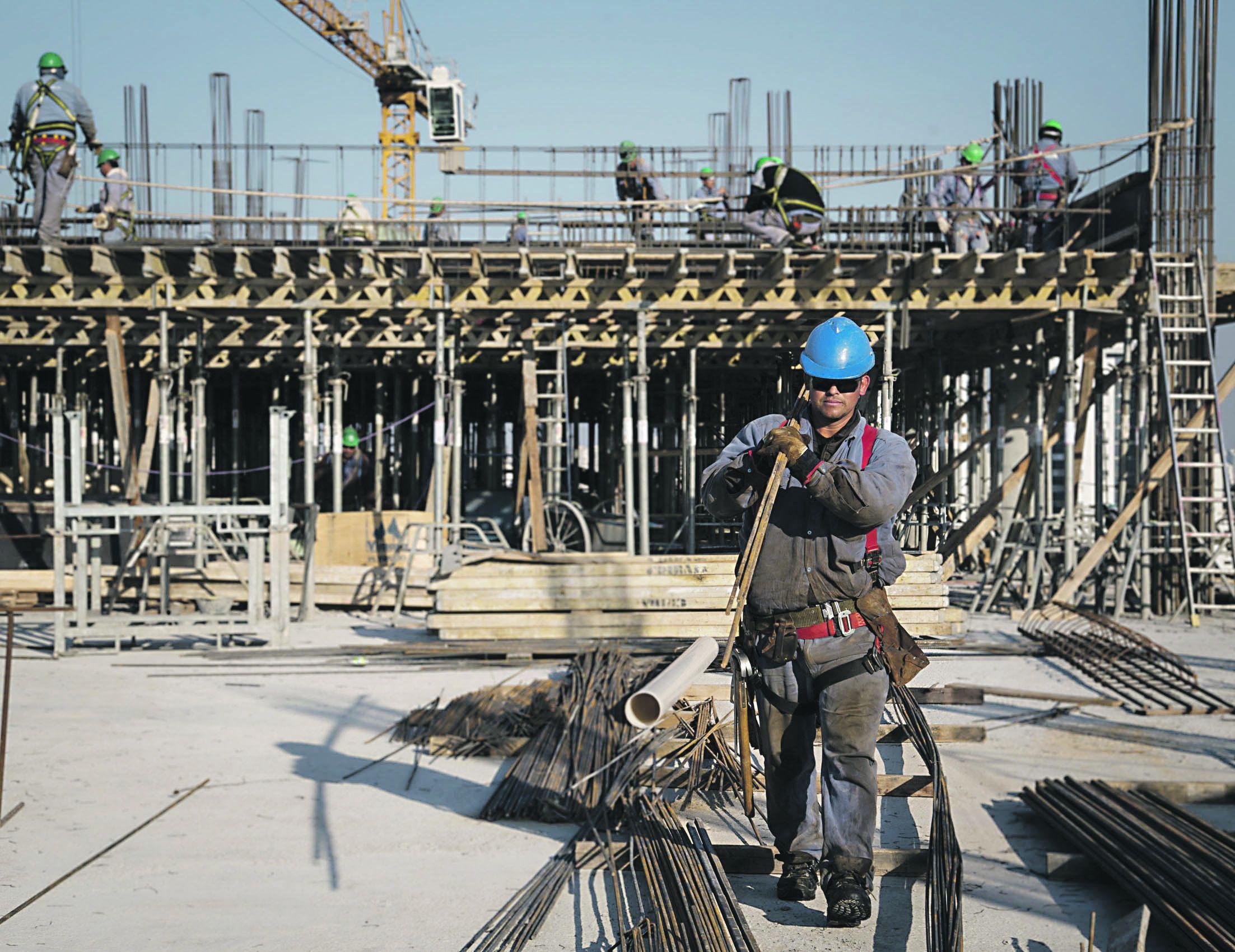Construcción. Hay muchísimos proyectos inmobiliarios llevándose a cabo en la Ciudad de Buenos Aires. Por el difícil acceso a la vivienda, muchos apuestan a las obras en construcción.