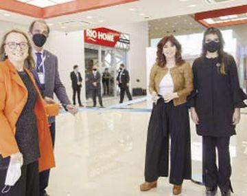 apertura. La gobernadora Alicia Kirchner y la vicepresidenta Cristina de Kirchner, ayer en la inauguración de la zona franca ubicada a unos 15 km al sur de Río Gallegos.