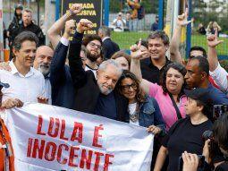 Lula, a la salida del penal de Curitiba.