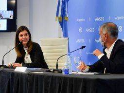 La directora ejecutiva de la ANSES, Fernanda Raverta, y el titular de la Secretaría Nacional de la Niñez, Adolescencia y Familia, Gabriel Lerner, firmaron un convenio de colaboración para la protección de los derechos de las niñas, niños y adolescentes.