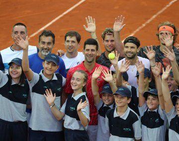 CUESTIONADO. Djokovic desoyó las recomendaciones de distanciamiento social por la pandemia y realizó una torneo exhibición en los Balcanes. Incluso el ministro de Salud bonaerense, Daniel Gollán, lo cuestionó.