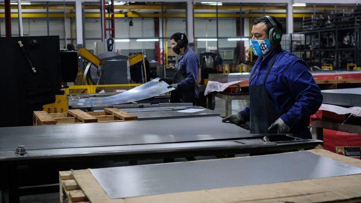 La producción industrial pymes cayó 3,8% en octubre