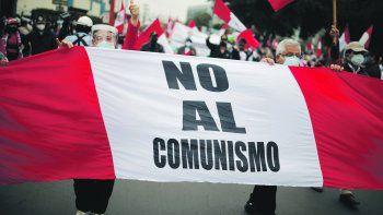 FANTASMA. Militares peruanos retirados marcharon el martes en repudio a lo que consideran un fraude electoral en el triunfo del izquierdista Pedro Castillo en el balotaje del 6 de junio. Todas las instancias internacionales de observación resaltaron la limpieza de los comicios.