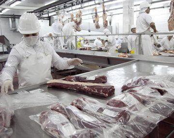 Los precios FOB de la carne cayeron casi 18% durante el quinto mes de este año, según IPCVA