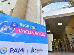 Uno de los centros de vacunación del PAMI en la ciudad de Buenos Aires está ubicado en Los centros de vacunación abiertos por el PAMI en la Ciudad están ubicados en el anexos del Hospital César Milstein, en La Rioja 951, San Cristóbal.