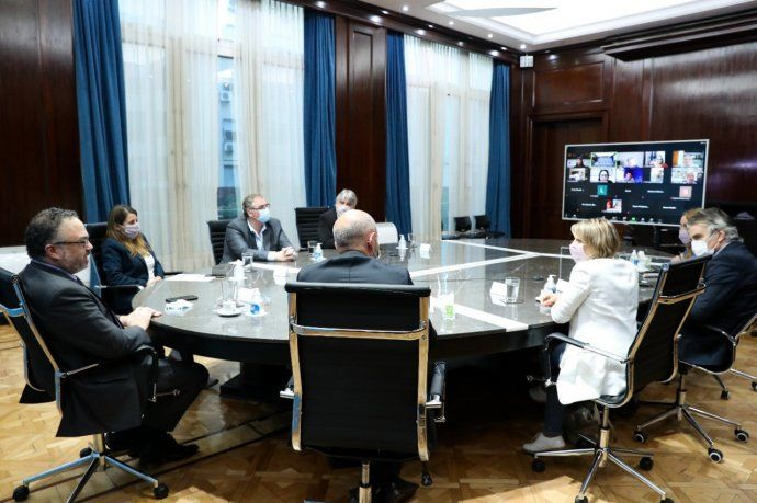 """Matías Kulfas convocó a industriales PyMEs a """"trabajar en una gran mesa de coordinación para aumentar la integración nacional de la industria""""."""