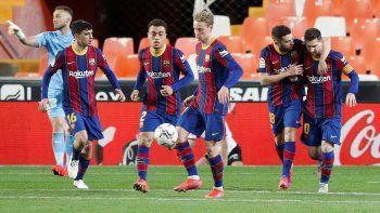 Lionel Messi guía con su fútbol y goles a Barcelona, que no se baja de la pelea por el título de LaLiga.