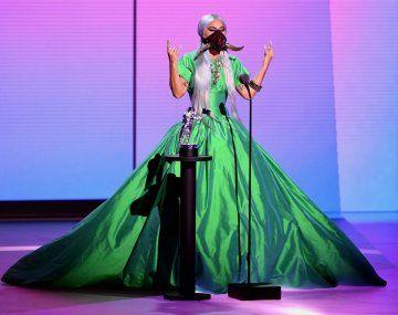 Lady Gagase lució con sus vestimentas excéntricas características.
