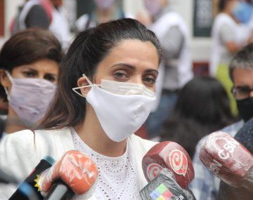 La titular de PAMI, Luana Volnovich, cuestionó la clausura del Hospital Español.