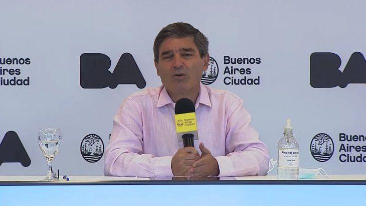 Fernán Quirós durante la conferencia de prensa